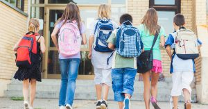 kids-walking-into-school